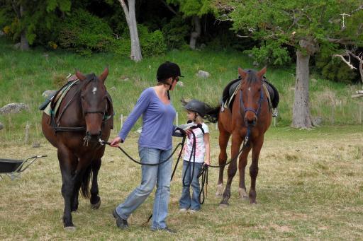 Best een groot paard of een klein meisje foto nieuw zeeland ontmoet tess luka anous en adam - Kamer paard meisje ...