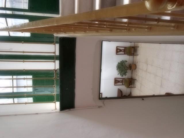 De trap beneden de grote hal huiskamer foto eugeniebaken s reisblog - Beneden trap ...