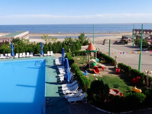 Fijne verrassing in kapshagay hotel met zwembad en strand foto zijderoute 2014 - Zwembad met strand ...