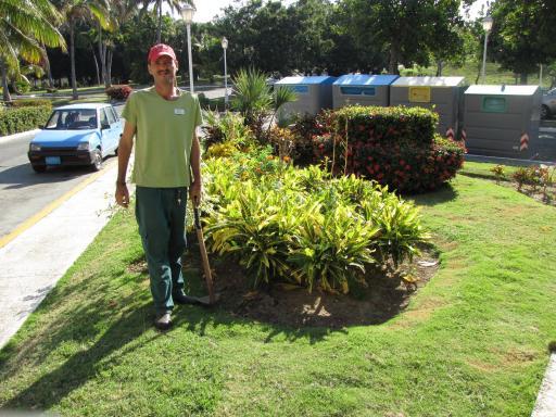 De tuinman van het hotel foto welkom op onze reissite - Uitzicht op de tuinman ...