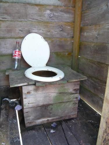 Wc van de binnekant foto milo in suriname - Foto wc opgeschort ...