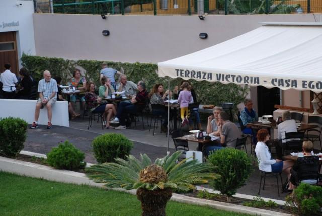 Het terras ligt in een hele mooie tuin foto tonny op reis - Foto sluit een overdekt terras ...